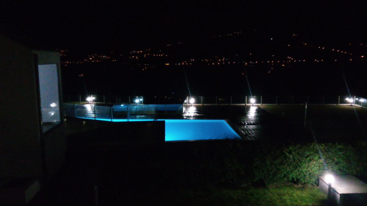 Piscina exterior do Douro Scala à noite