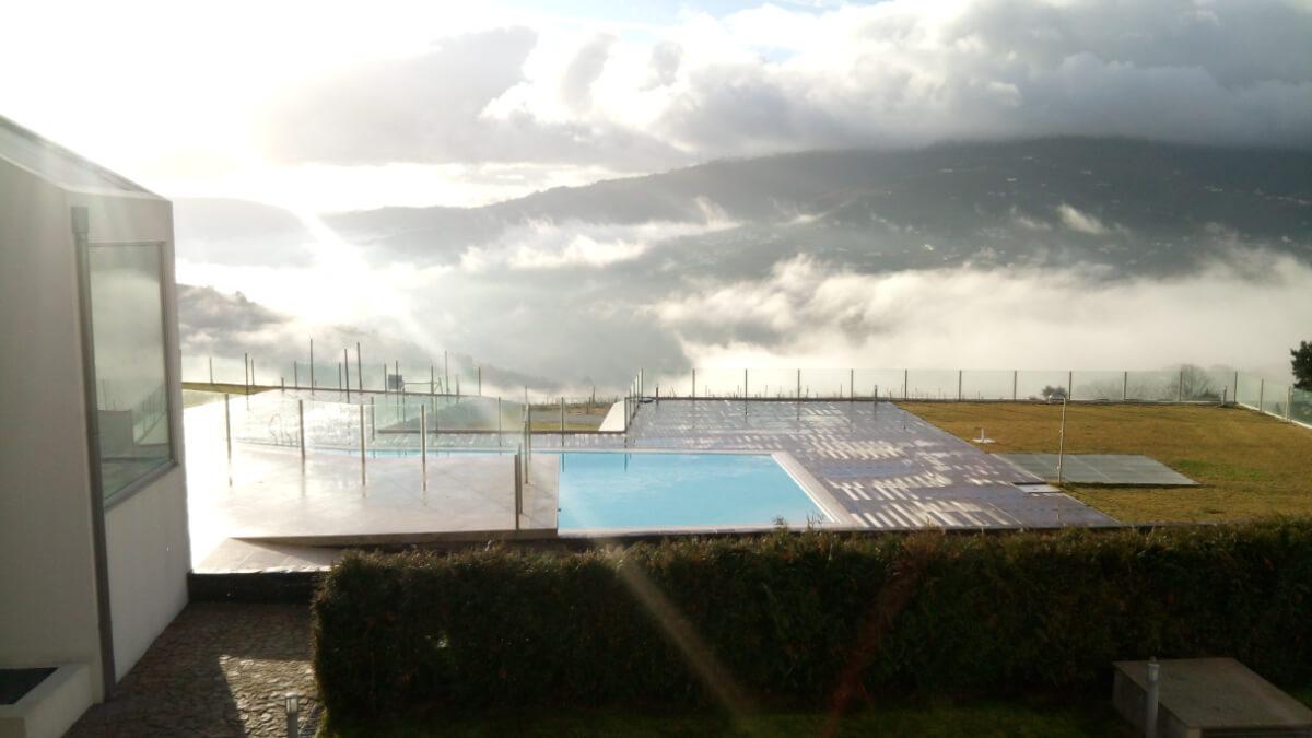 Piscina exterior do hotel Douro Scala
